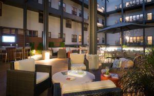 outdoor apartment courtyard with seating at Shadyside Commons in Pittsburgh